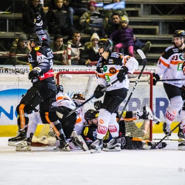 Dornbirn, Oesterreich, 22.1.2017, Sport,  Erste Bank Eishockey Liga - Dornbirner Eishockey Club vs Moser Medical Graz99ers. Bild zeigt den Jubel von James Livingston (DEC), Score 2:3.  22/01/17, Dornbirn, Austria, Sport, Erste Bank Eishockey Liga - Dornbirner Eishockey Club vs Moser Medical Graz99ers. Image shows the rejoicing of James Livingston (DEC), Score 2:3.